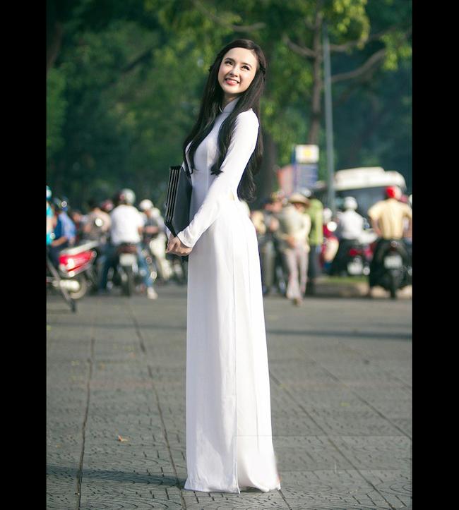 Angela Phương Trinh vừa tung ra bộ ảnh tuyệt đẹp chụp với áo dài trắng