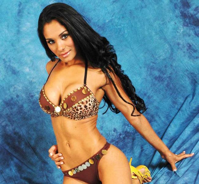 Larissa Riquelme lại có thêm một đối thủ nữa, người đẹp Carol Mendez.