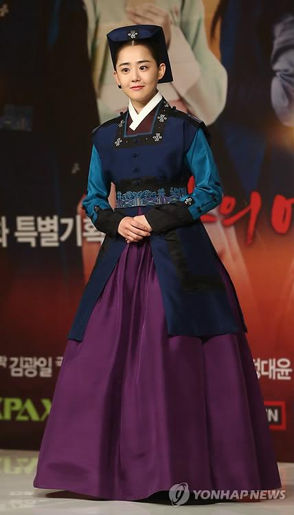 Moon Geun Young bị tai nạn trên phim trường - 1