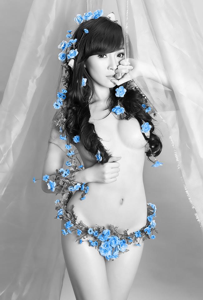 Mới đây, người mẫu, diễn viên Fiona Phạm đã thực hiện một bộ ảnh nude.