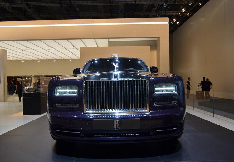 Thương hiệu hạng sang Rolls-Royce vừa tái tạo bầu trời sao đúng như cái đêm lịch sử khi chiếc Phantom đầu tiên xuất xưởng vào tết dương lịch năm 2003 để đưa vào nội thất chiếc Celestial Phantom Concept.