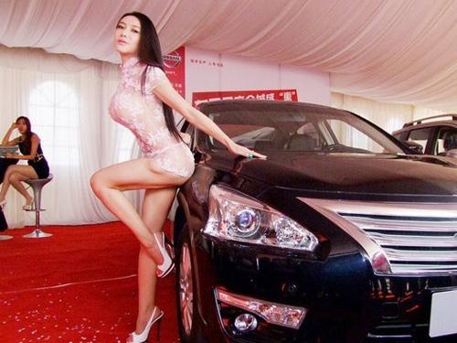 Người mẫu ô tô xem thường Gan Lulu - 1