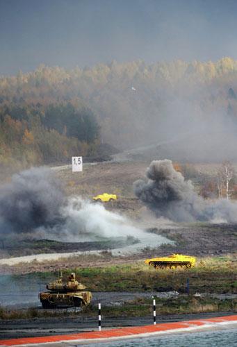Vũ khí mới của Nga phô diễn bắn đạn thật - 1