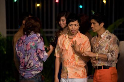 """Video: Dustin Nguyễn """"hôn"""" Thái Hòa - 1"""