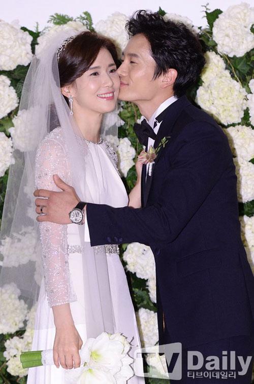 """Đám cưới ngọt ngào của """"ông chủ"""" Ji Sung - 1"""