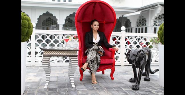 Khi là HLV The Voice, Thu Minh đã mạnh tay thuê hẳn một tòa lâu đài làm địa điểm tập luyện cho các học trò.