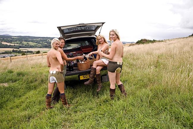 Đến từ Jedforest Hunt họ quyết định thực hiện một bộ ảnh khỏa thân