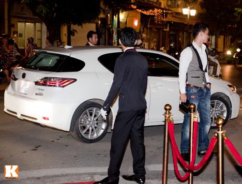 Hồng Quế tự lái xế hộp  tiền tỷ đi sự kiện - 1