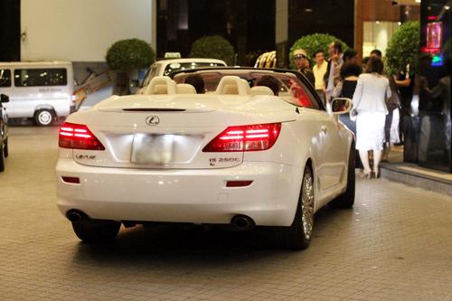 Hoàng My lái Lexus mui trần nổi bật - 1