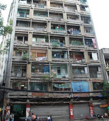 Dân mòn mỏi chờ xây lại chung cư - 1