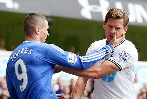 Cào mặt đối thủ, Torres sắp lĩnh án nặng - 1