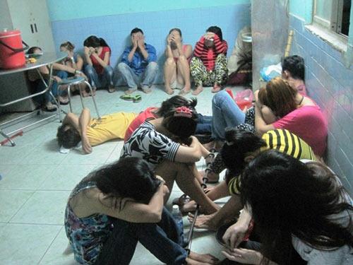 Gái đứng đường Sài Gòn gạ bán dâm cho công an - 1