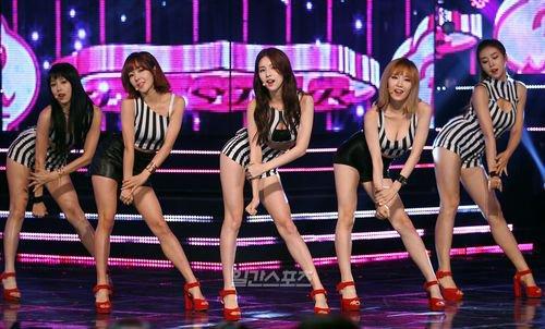 Quá khêu gợi, nhóm nhạc Hàn bị cấm trên truyền hình - 1