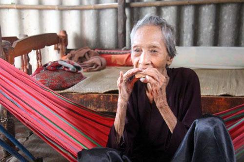 Cụ bà 121 tuổi lập kỷ lục người cao tuổi nhất VN - 1