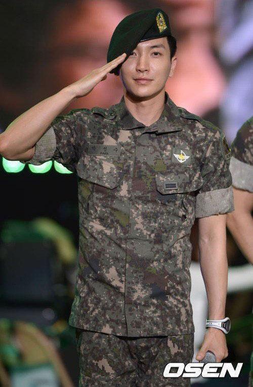 Trưởng nhóm Super Junior xuất ngũ bí mật - 1