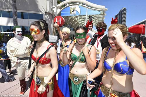 Hàng trăm fan nữ điện ảnh bị quấy rối vì mặc khêu gợi - 1