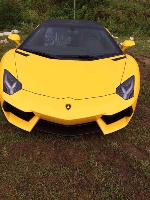 Lamborghini Aventador màu vàng vừa về Quảng Ninh - 1