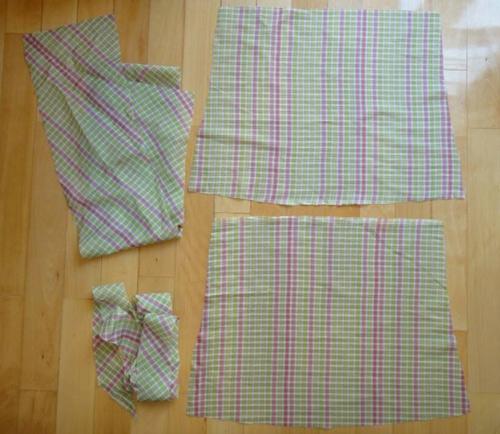 Vải được cắt ra : thân trước, thân sau, bèo nhún phần ngực, bèo nhún phần dưới