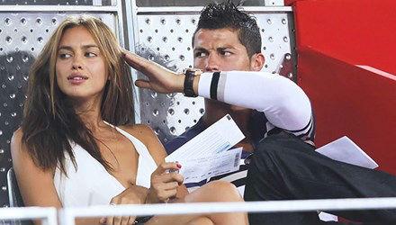 Mong sớm trở lại, Ronaldo 'ly thân' với bồ xinh để cai... sex - 1