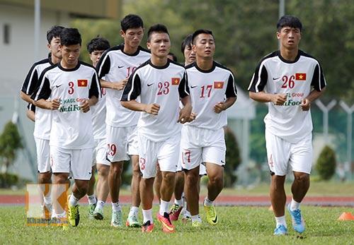 U19 VN tập luyện ngay bên cạnh...tên lửa, máy bay - 1