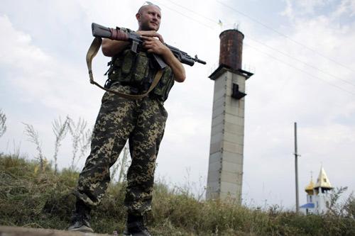 Nga: 280 xe tải rầm rập tiến về biên giới Ukraine - 1