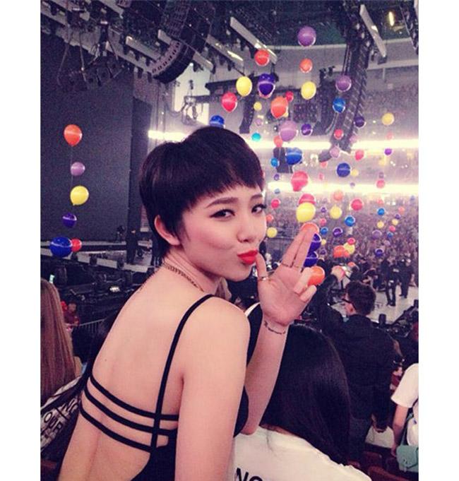 Không chỉ trên sân khấu hay những bức ảnh nghệ thuật, ngoài đời, Tóc Tiên cũng rất sexy.