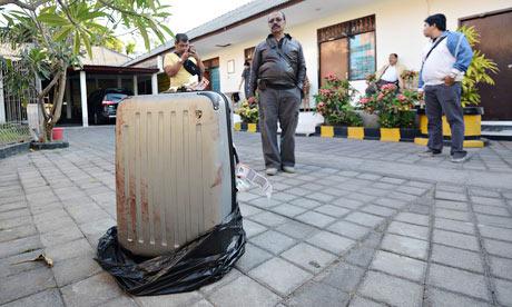 Indonesia: Con gái giết mẹ, nhét xác vào vali - 1