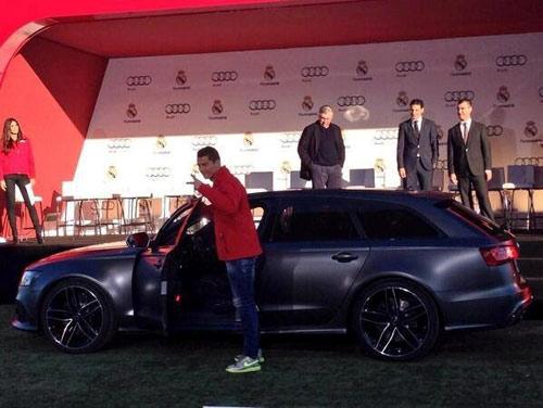 Ronaldo được tặng siêu xe Audi RS6 Avant - 1