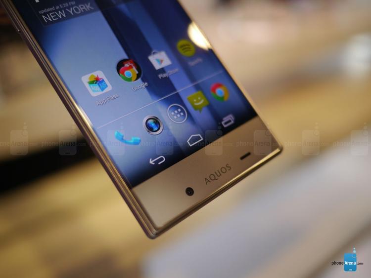 Trên tay smartphone không viền màn hình Sharp Aquos Crystal 149614