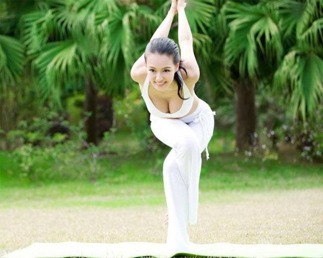 """""""Nữ hoàng yoga"""" Muqi Miya khiến cư dân mạng châu Á điên đảo trước bộ ảnh mới của mình."""