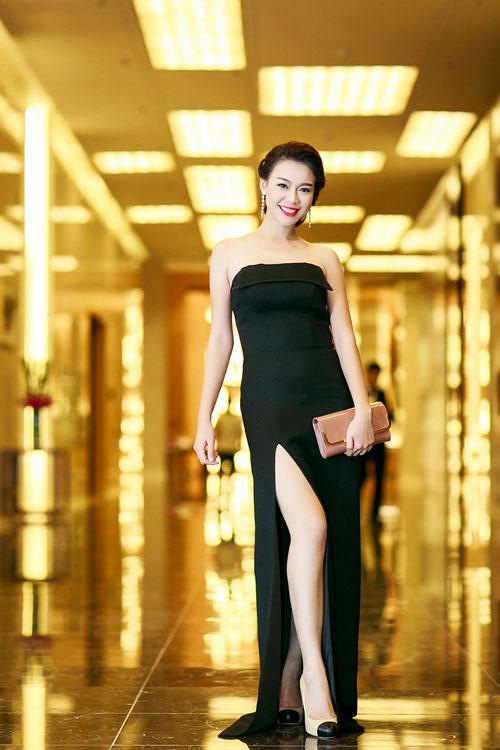 Ngọc Anh, Trương Tùng Lan đọ váy xẻ gợi cảm - 1