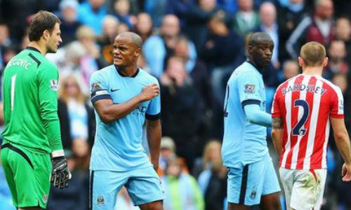 """Man City thua sốc: Đừng """"chết"""" vì bất cẩn - 1"""
