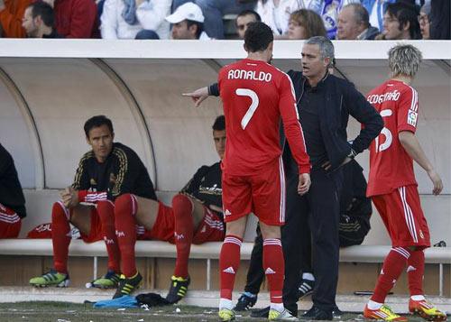 Ronaldo không coi Mourinho là bạn - 1