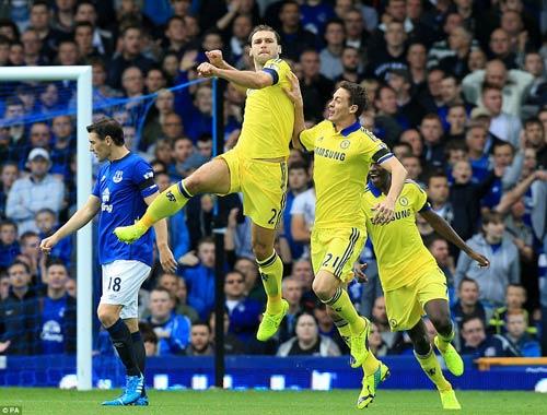 Chelsea: Chiếc mặt nạ quyến rũ của Mourinho - 1