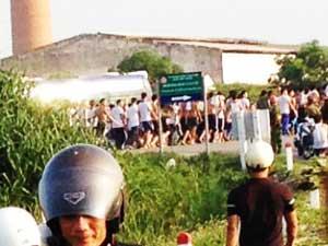 Hàng trăm học viên cai nghiện trốn trại, cởi trần đi ngoài đường