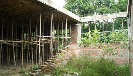 Hàng loạt trường học bị bỏ hoang ở huyện nghèo - 1