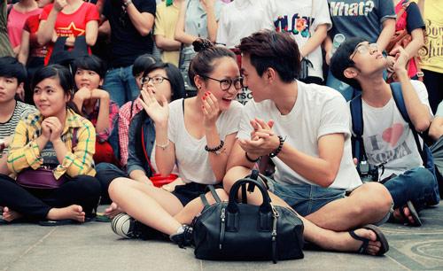 Con gái Thanh Lam và bạn trai tình cảm đi xem ca nhạc - 1