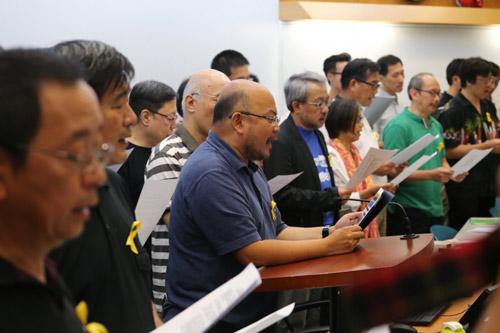 Sinh viên bãi khóa, tài phiệt Hong Kong đổ về Bắc Kinh - 1