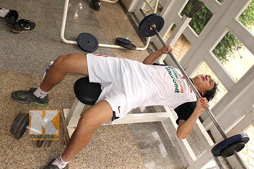 Cận cảnh U19 VN luyện cơ bắp đấu Nhật Bản, Hàn Quốc - 1