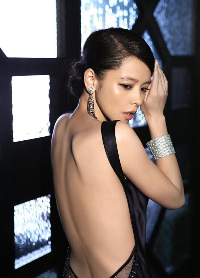 Từ Nhược Tuyênlà một nữ ca sĩ, diễn viên, người mẫu Đài Loan được biết đến nhiều ở Đông Á, đặc biệt là Đài Loan và Nhật Bản.