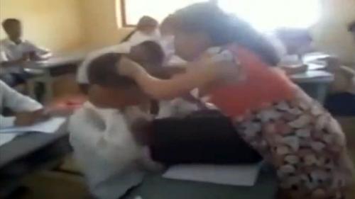 Clip: Cô giáo mang bầu bạt tai học sinh giữa lớp - 1