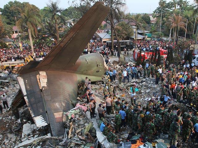 Máy bay quân sự Indonesia rơi: Ít nhất 116 người chết - 1