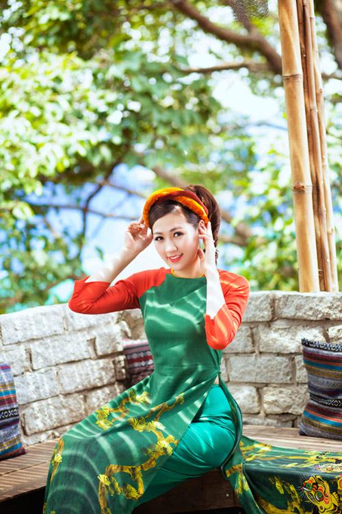 """Á hậu Tú Anh """"hóa"""" cô Tấm với áo dài dân tộc - 1"""