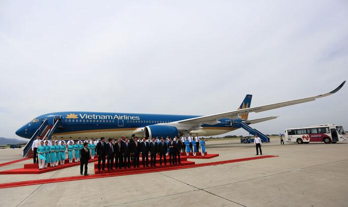 """Ngắm """"siêu máy bay"""" hiện đại nhất thế giới vừa về VN - 1"""