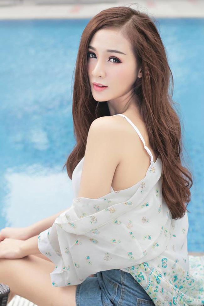 Kelly Nguyễn tên thật là Nguyễn Thụy Tú Anh (sinh năm 1990, Đà Lạt)