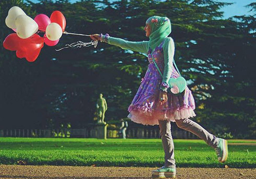 """Thời trang """"tiểu thư"""" Nhật chinh phục thiếu nữ đạo Hồi - 1"""