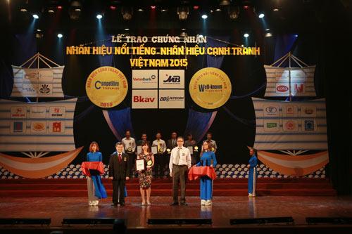 Dạ Hương nhận giải nhãn hiệu nổi tiếng Quốc gia 2015 - 1