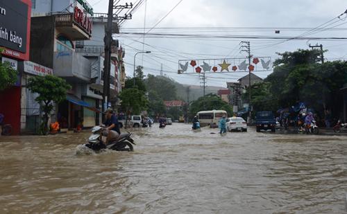 Bới tung hàng ngàn khối đất đá tìm nạn nhân bị vùi lấp ở Quảng Ninh - 1