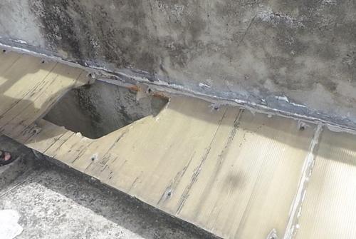 HN: Phá tường cứu người rơi từ tầng 5 xuống đất - 1