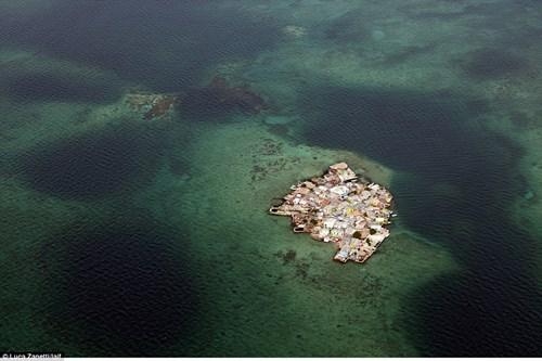 Ngàn người chen chúc sống trên hòn đảo chật nhất TG - 1